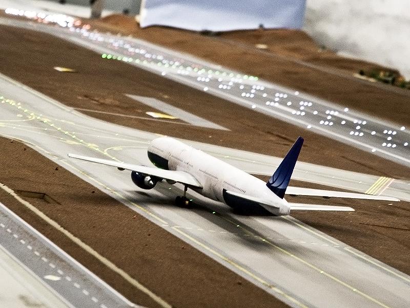 Avancement des travaux pour l'aéroport... ( Juin - Juillet 2010 ) 2-boing777-02