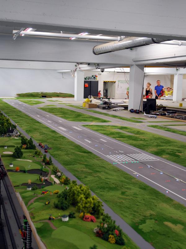 Avancement des travaux pour l'aéroport... ( Juin - Juillet 2010 ) Begruentes-rollfeld