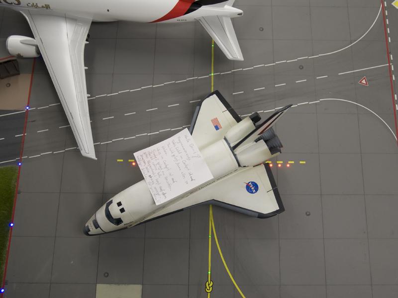 Space-Shuttle mit Liebesbrief